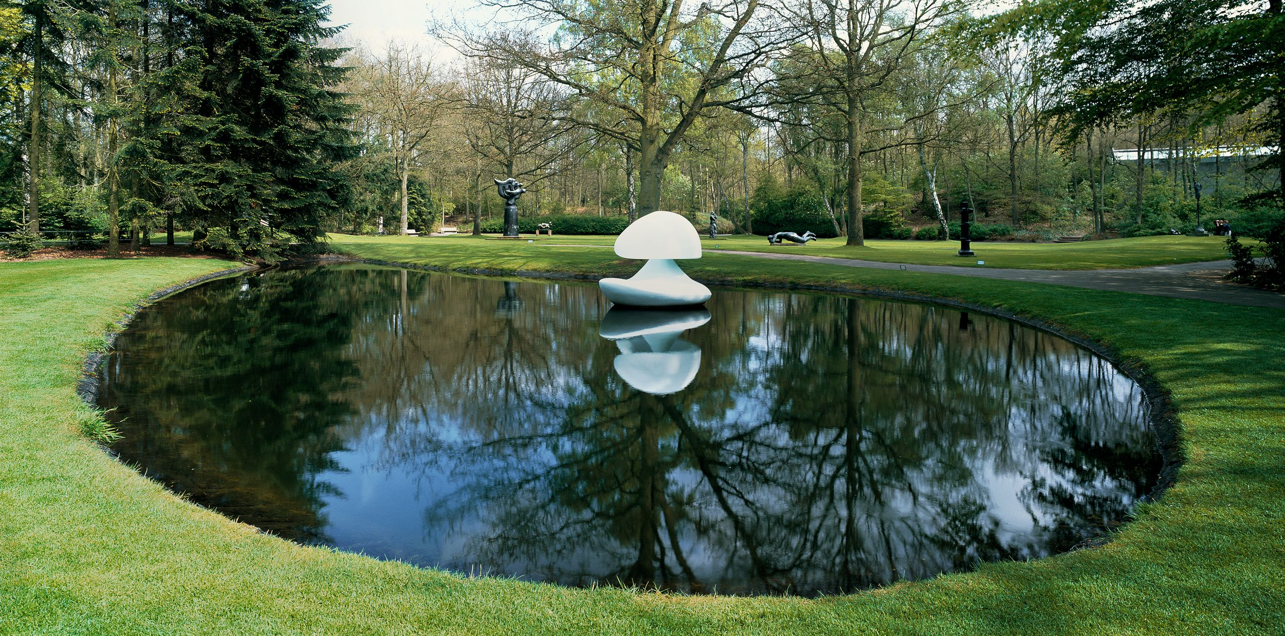 Marta Pan: Sculpture flottante 'Otterlo', 1960-1961 © Kröller-Müller Museum / copyright artist: contact Pictoright / photo: Cary Markerink
