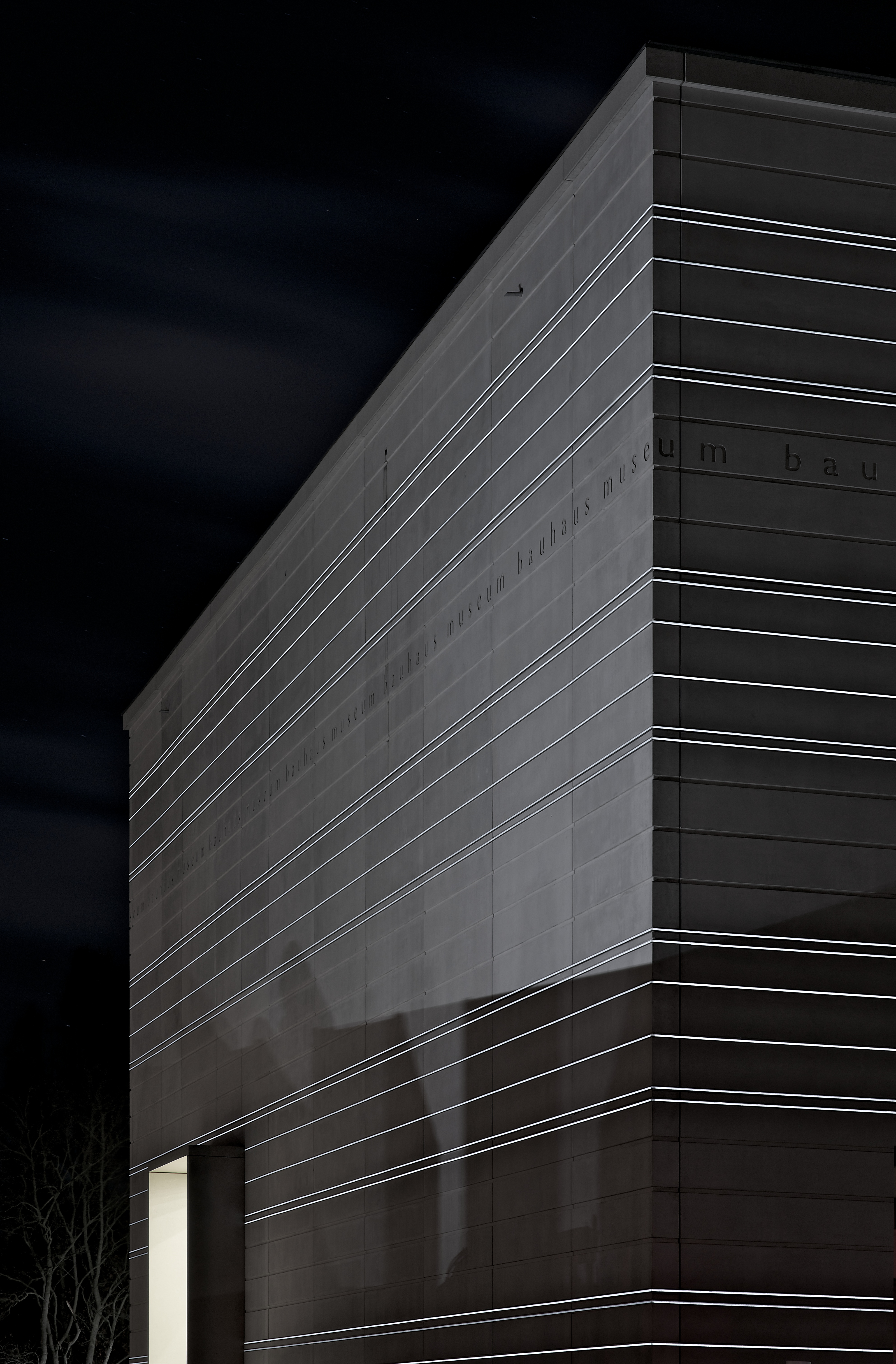 Das Bauhaus-Museum bei Nacht : The Bauhaus-Museum by night, Foto- Andrew Alberts, © heike hanada laboratory of art and architecture 2019